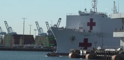 Koronavirüs ile mücadelede görevlendirilen askeri hastane gemisi Los Angeles'a geldi
