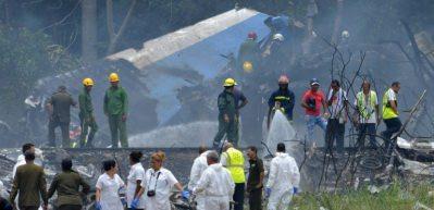 Küba'da yolcu uçağı düştü!