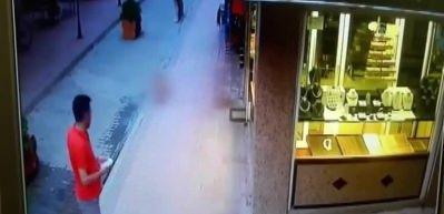 Küçük çocuğun 4. kattan düşme anı kamerada!