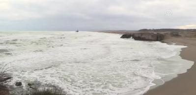Kuru yük gemisi 1 mil uzaklıkta karaya oturdu