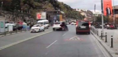 Kuruçeşme'de hatalı sollama yapan sürücü motosikletliye böyle çarptı