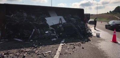 Kuzey Marmara Otoyolu'nda kamyon devrildi