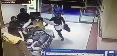 Lokantada vuruldu, sedyede yeniden saldırıya uğradı