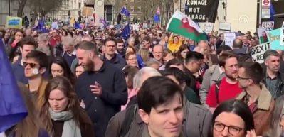 Londra'da yeni referandum yürüyüşü