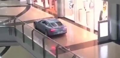 Lüks aracıyla AVM'ye girip, alışveriş yaptı!