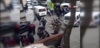 Mahalle kavgasında ortalık karıştı, polis zor ayırdı!