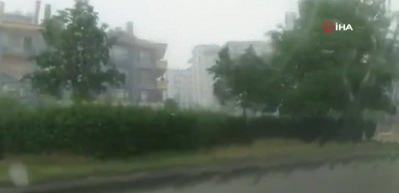 Mamak'ta sağanak yağış ve dolu etkili oluyor