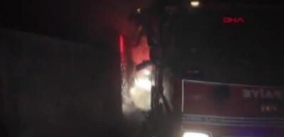 Manisa'da 2 ev yandı: 2 yaralı
