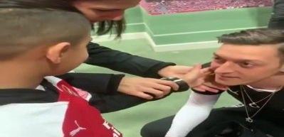 Mesut Özil gönülleri fethetti!