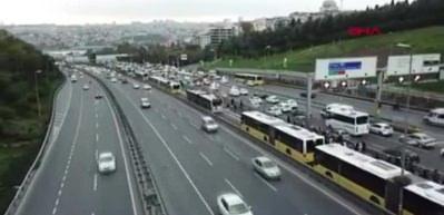 Metrobüs kaza yaptı; Seferler durdu