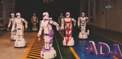 Milli Robot ADA GH5 mangal yapıyor, oyun havasında dans ediyor