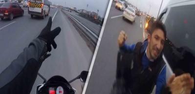 Motosikletli el kol hareketi yapınca servisçi tekme tokat saldırdı