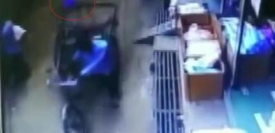 Mucize kurtuluş! İkinci kattan düşen çocuk, yara almadan kurtuldu!