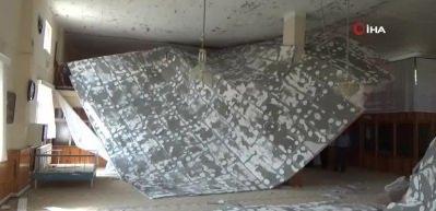 Namaz sırasında cami tavanı çöktü