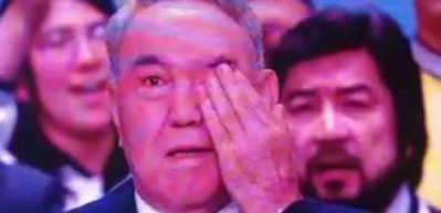 Nazarbayev kongrede ağladı