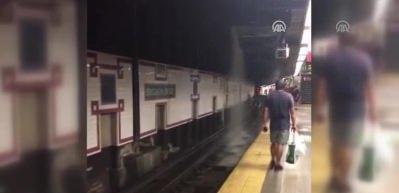 New York metrosunu su bastı!