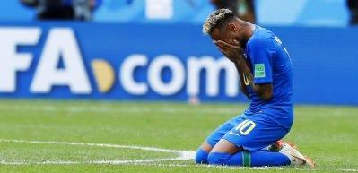 Neymar stadın ortasında hüngür hüngür ağladı