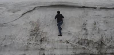 Nisanda Sıngıtur Dağı'nda kar kalınlığı 5 metreye ulaştı