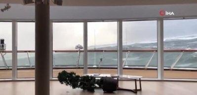 Norveç'te sürüklenen gemiden 350 kişi kurtarıldı