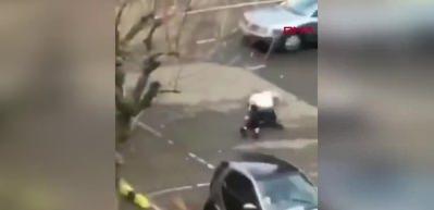 Önce sivil polis, ardından üniformalılar dövdü!