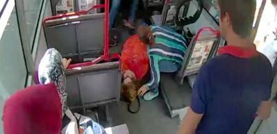 Otobüste kalp krizi geçiren kadını hastaneye böyle yetiştirdiler