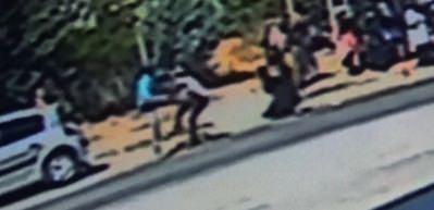 Otopark görevlisine bıçaklı saldırı kamerada