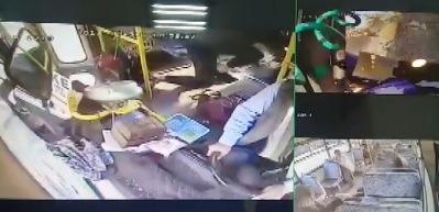 Özel halk otobüsünün TIR'a çarptığı an kamerada