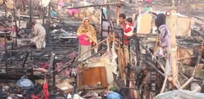 Pakistan'da 400 gecekondu yandı