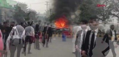 Pakistan'da doktorlar ve avukatlar arasında çatışma! 3 kişi öldü