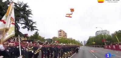 Paraşütü direğe takıldı! Akılalmaz olay...