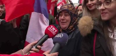 Paris'te dikkat çeken Erdoğan pankartları