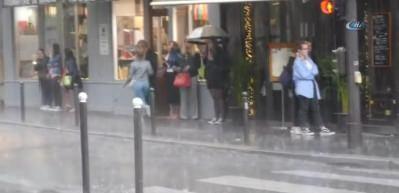 Paris'te dolu yağışı