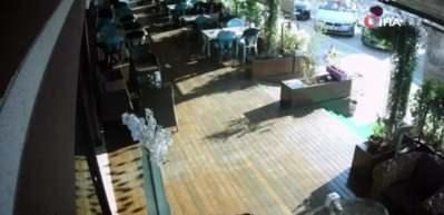 Pastanede dehşete düşüren silahlı saldırı kamerada!