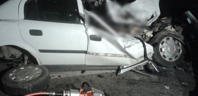 'Pat pat'a çarpan otomobil hurdaya döndü: 1 ölü, 3 yaralı