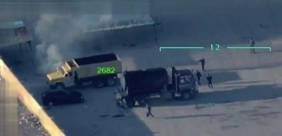 PKK/PYD'li teröristler zıvanadan çıktı! Sivillerin araçlarını yakıyorlar