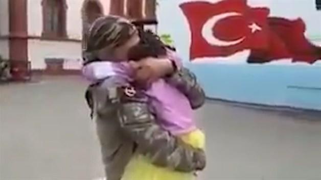 Afrin'den dönen Mehmetçik'in kızıyla buluşma anı