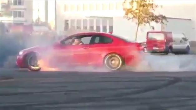 Drift yapmaya çalışırken BMW'yi cayır cayır yaktı