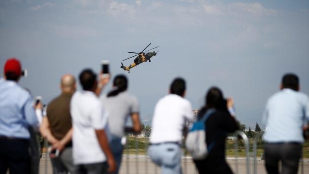 Eurasia Airshow'da ATAK ve Türk Yıldızları şov