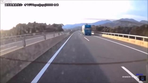 Fren mesafesini ayarlayamayan tır sürücüsü dehşet saçtı!