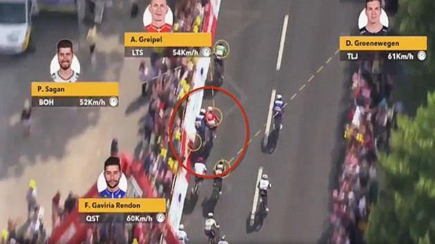 Fransa Bisiklet Turu'nda yarış anında gerilim