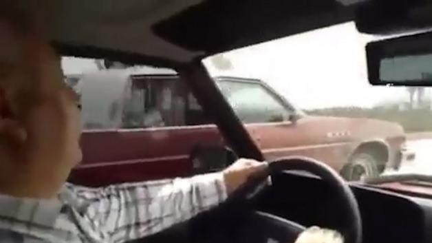 TOFAŞ'ı ile klasik arabaya kafa tutan yaşlı adam