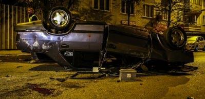 Polisten kaçarken 6 araca çarpıp böyle takla attı!