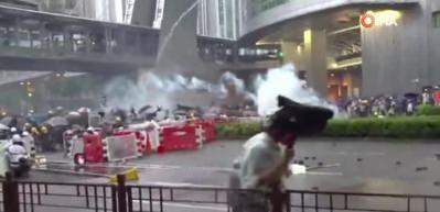 Protestolar Hong Kong ekonomisini sert vurdu