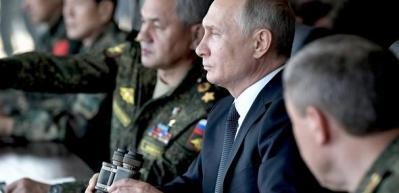 Putin Türk kökenli savunma bakanıyla izledi!