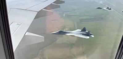 Putin'in uçağına SU-57'ler eşlik etti