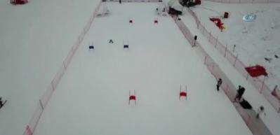 Robot kayakçılar pistte