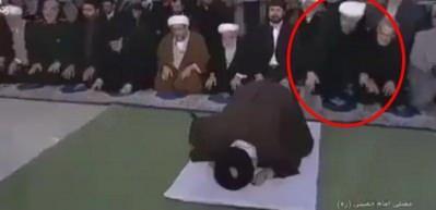 Ruhani'den namaz sırasında şok hareket
