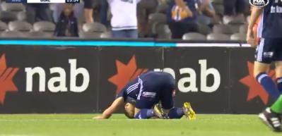 Rum futbolcu golünü attı, secdeye yattı!