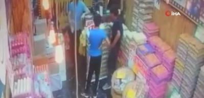 Sadaka kutusu hırsızları kamerada!