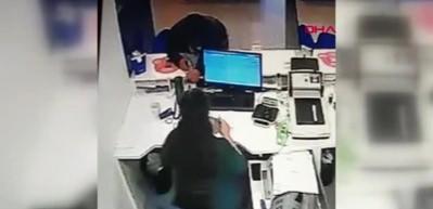 Sancaktepe'de banka soygu! Kameraya takıldılar